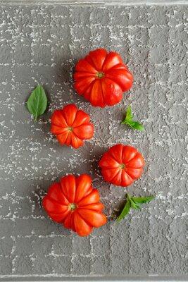 Plakat czerwone pomidory na szarym tle