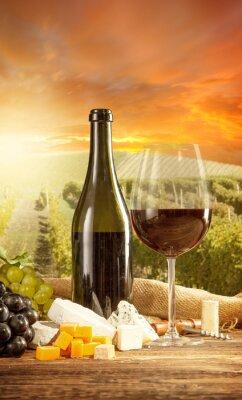 Plakat Czerwone wino Martwa natura z winnicy na backgorund