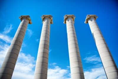 Plakat Cztery Kolumny pod błękitne niebo w Katalonii