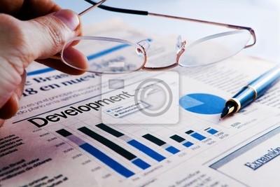 desarrollo de empresa con Estadisticas y hombre de Negócios