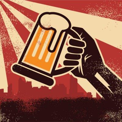 Plakat Dłoń trzymająca piwo tworzenia plakatu tosty