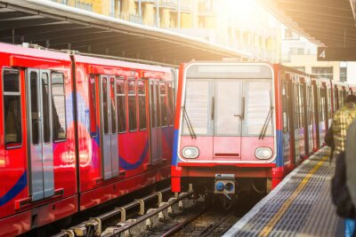 Plakat Driverless miejskie pociągi na stacji w Londynie