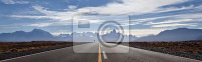 Plakat Droga El Chalten, Fitz Roy góry przy tłem. Malownicza panorama.