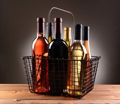 Plakat Drutu Koszyk Wypełniony z butelek wina