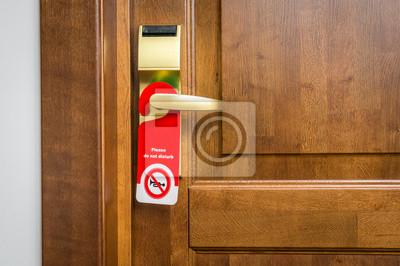 Plakat Drzwi pokoju hotelowym z napisem proszę nie przeszkadzać