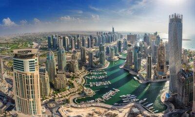 Plakat DUBAI, Zjednoczone Emiraty Arabskie - 10 października: Nowoczesne budynki w Dubai Marina, Dubai