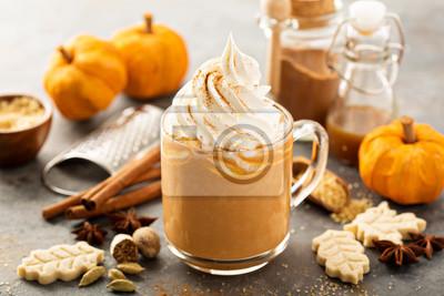 Plakat Dynia przyprawy latte w szklanym kubku