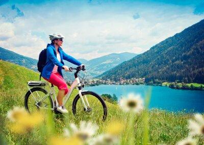 Plakat Dziewczyna z e-rower w przyrodzie / 04 e-mocy