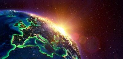 Plakat Europie Golden Sunrise - widok z przestrzeni kosmicznej