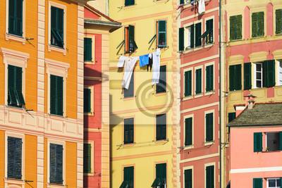 Facciate di case colorate a camogli italia plakaty na - Facciate di case colorate ...