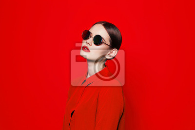 Plakat fashion model in sunglasses, beautiful young woman.