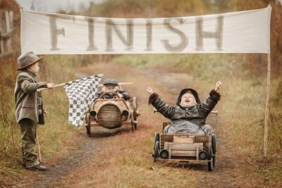 Plakat Finish the race between the boys on self-made cars