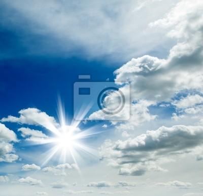 fondo con cielo azul y sol