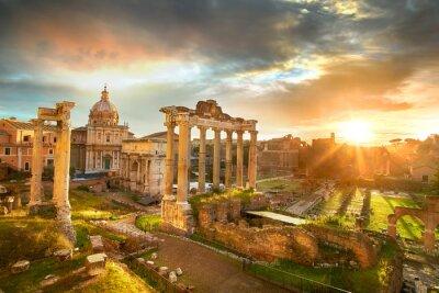 Plakat Forum Romanum. Ruiny Forum Romanum w Rzymie w czasie wschodu słońca.