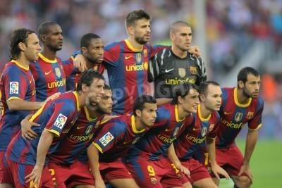 Plakat Futbol Club Barcelona zespołu przed meczem FC Barcelona i Mallorca w Nou Camp Stadium w Barcelonie, Hiszpania. 03 października 2010