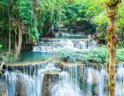 Plakat Głęboki las wodospad w Huay Mae Kamin, Kanchanaburi, Tajlandia