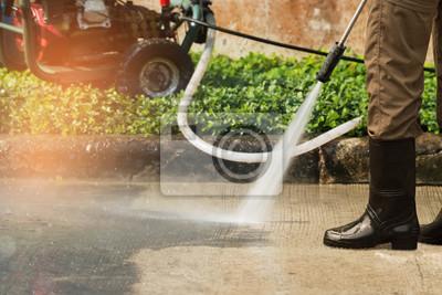 Plakat Głębokie czyszczenie pod wysokim ciśnieniem. Podjazd do czyszczenia warsztatu z myjką wysokociśnieniową benzynową, profesjonalne usługi czyszczenia.