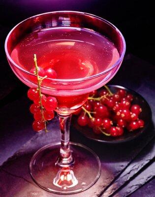 Plakat Granat koktajl dekoracji gałęzi czerwona porzeczka na czarnym tle. Karta Cocktail 85.