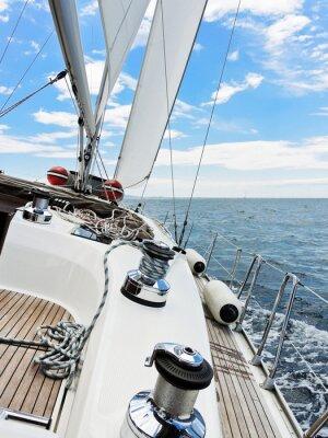 Plakat Jacht jest sklejaniu w Adriatyku