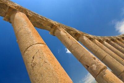 Plakat Jordania. Jerash (Roman starożytne miasto Geraza). Fragment kolumnady forum ze stolicami w porządku jońskim