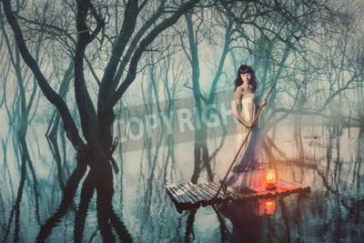 Plakat Kobieta na tratwie z latarnią pływające na stawie w mglisty las. Bajka kobieta w długiej sukni.