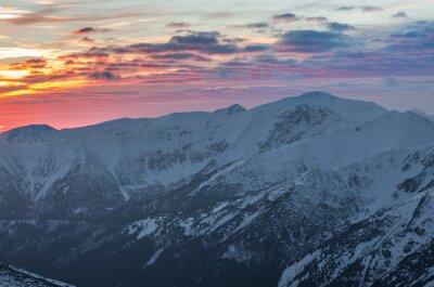 Plakat Kolorowe górskim słońca panoramy w zimie w Tatrach Zachodnich