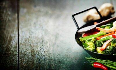 Plakat kolorowe stir fry w woku