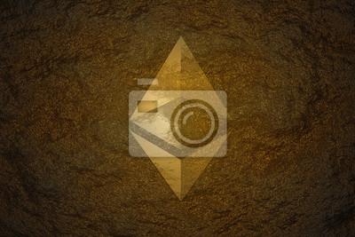 Koncepcja górnictwa waluty Crypto. Moneta Ethereum (ETH) znaleziona pod twardą skałą i świecąca złotym kolorem flary jako skarb o wysokiej wartości.