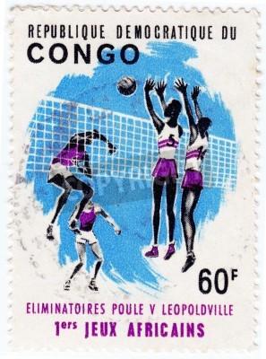Plakat KONGO - OKOŁO 1975: Stempel drukowane w Kongo pokazuje sportowców valleyball, około 1975