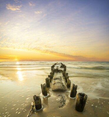 Plakat Krajobraz morski-falochron i zachód słońca