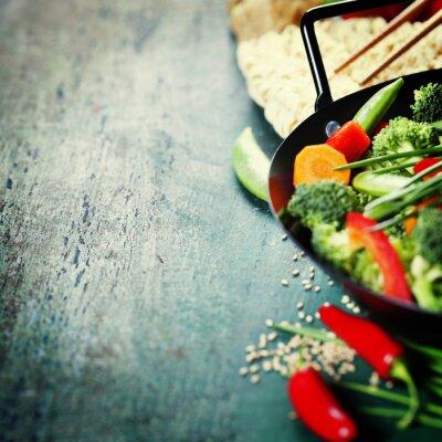 Plakat Kuchnia chińska. Warzywa wok gotowania.