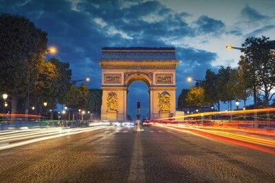 Plakat Łuk Triumfalny. Obraz słynnego Łuku Triumfalnego w Paryżu miasto w czasie zmierzchu niebieskim godzinę.