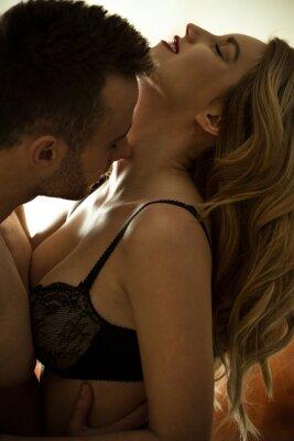 Plakat Man kissing neck