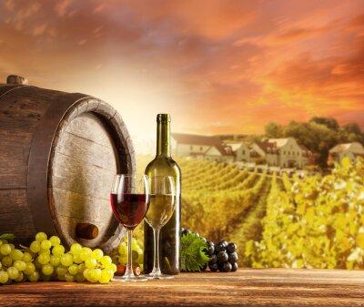 Plakat Martwa natura z winem z winnicy na backgorund