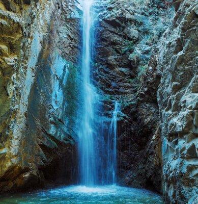 Plakat Millomeris Wodospad w Rock Cave, w górach Troodos