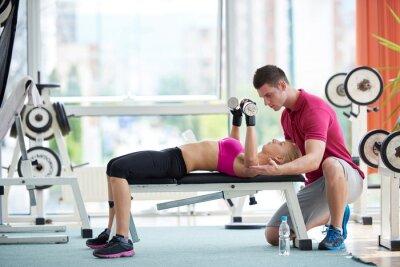 Plakat Młody sportowy kobieta ćwiczenia z ciężarkami trener podnoszenia