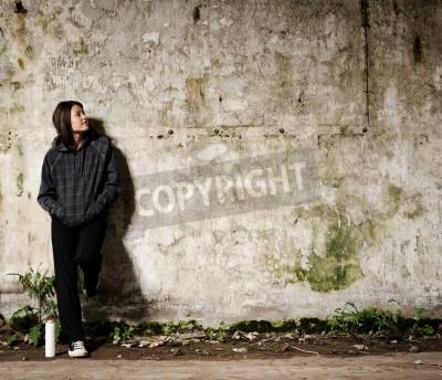 Plakat Młodzież planuje mural graffiti na ścianie pustego, pusta