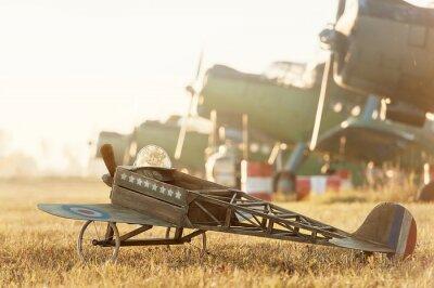 Plakat Model Dziecko samolot zaparkowany z samolotów retro