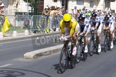 Plakat Montpellier, Francja - 7 lipca: Team Saxobank popycha do przodu w etapie 4 Tour de France 2009 w dniu 7 lipca 2009 roku w Montpellier, Francja