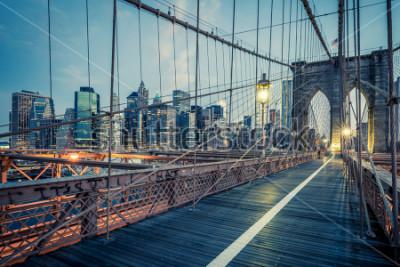 Plakat Most Brookliński nocą, NYC.