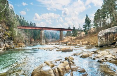 Plakat Most na rzece górskiej