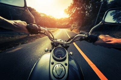 Plakat Motocykl na pustej drodze asfaltowej