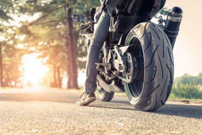 Plakat Motocyklista i motocykl gotowy do jazdy