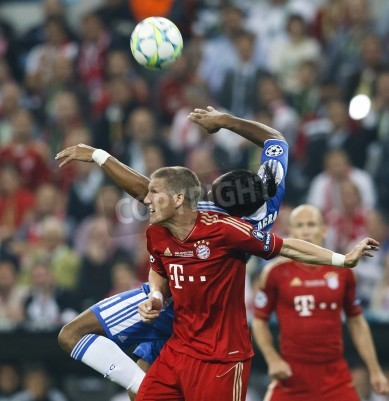 Plakat MUNICH, May 19 - Drogba of Chelsea (R) and Schweinsteiger of Bayern during FC Bayern Munich vs. Chelsea FC UEFA Champions League Final game at Allianz Arena on May 19, 2012 in Munich, Germany.
