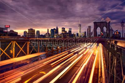 Plakat Night car traffic on Brooklyn Bridge in New York City