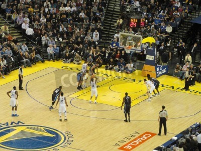Plakat OAKLAND CA - MARCH 11: Magic vs. Warriors: Golden State Warriors Stephen Curry takes free throw shoot at Oracle Arena taken March 11 2011 Oakland California.