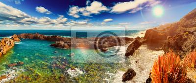 Paisaje de acantilado y mar.Playas  y lugares idílicos de las islas canarias,Tenerife.