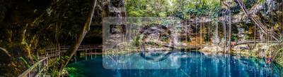 Plakat Panorama niebieskim X'Canche Cenote blisko Ek Balam Valladolid, niedaleko półwyspu Jukatan w Meksyku.
