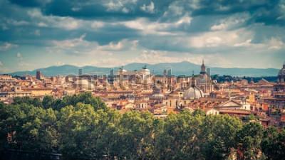 Plakat Panoramiczny widok na Rzym, Włochy. Pejzaż starego Rzymu w słoneczny dzień. Rzym panoramę latem. Piękna malownicza panorama Rzymu z góry. Malownicze zdjęcie miasta Roma.