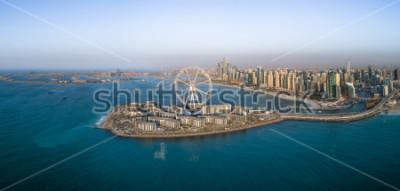 Plakat Panoramiczny widok z lotu ptaka Ferris koło na Bluewaters wyspa w Dubaj, Zjednoczone Emiraty Arabskie